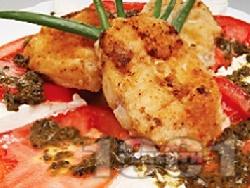 Панирана бяла риба гренадир с домати и моцарела - снимка на рецептата